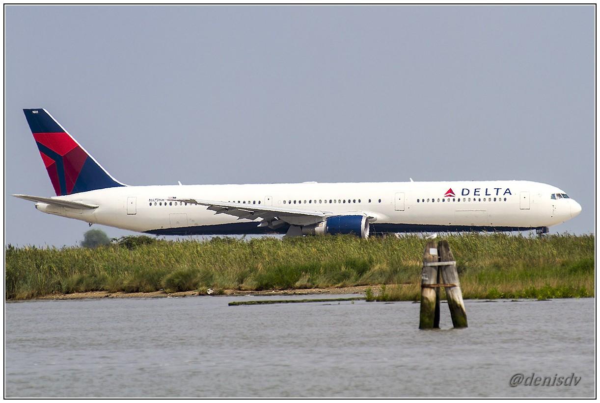 Delta Air Lines Boeing 767-432/ER N825MH (cn 29703/758)