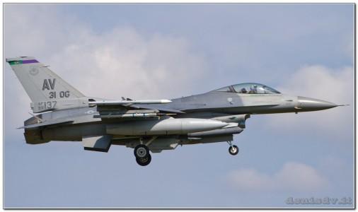 USA – Air Force Lockheed Martin F-16CG Fighting Falcon 89-2137